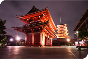 Tokyo At the Hozomon gate